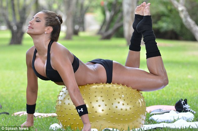 jennifer-nicole-lee-works-out-in-a-park-10